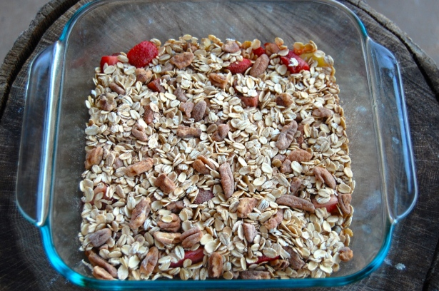 Oat/nut mixture layered over the baked fruit.